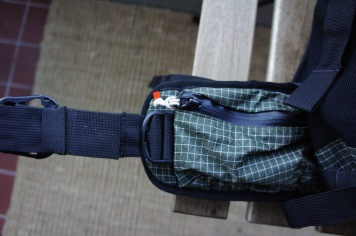 Full face fabric pocket on the other side of the belt.